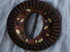 1940's Large Wooden Buckle with 4 Matching Buttons in Chocolate Colours